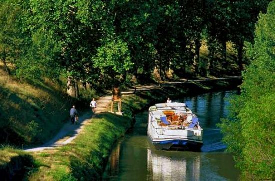 Hotel barge cruises on the Canal du Midi